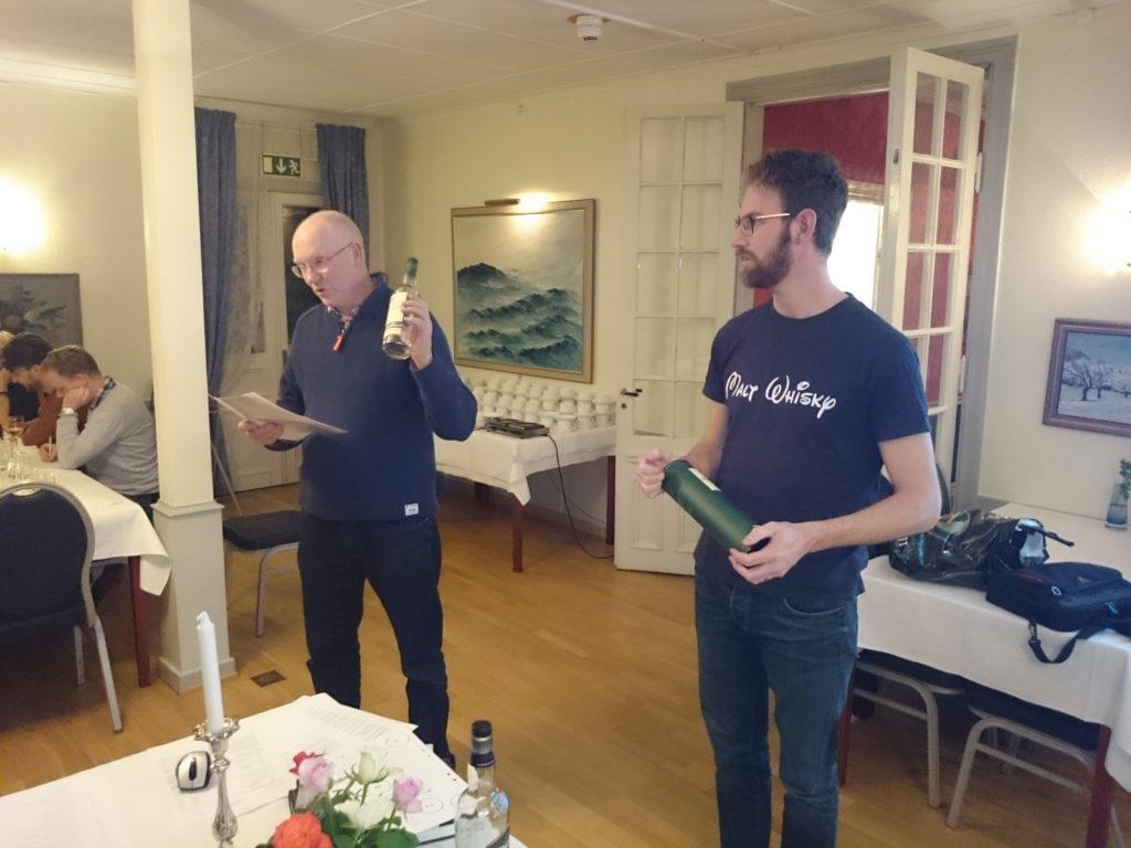 Jonas och Per Anders avslöjar glasens innehåll